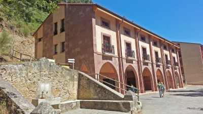 Fuente Sagrada y Edificio Anexo, Bar y Centro de reuniones