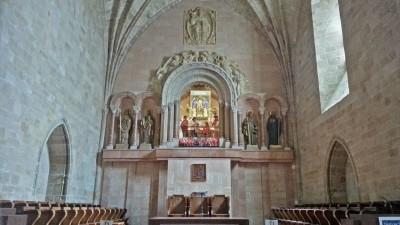 Virgen de Valvanera presidiendo La Iglesia