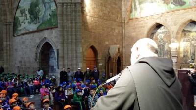 El padre Prior del Monasterio dando la bienvenida