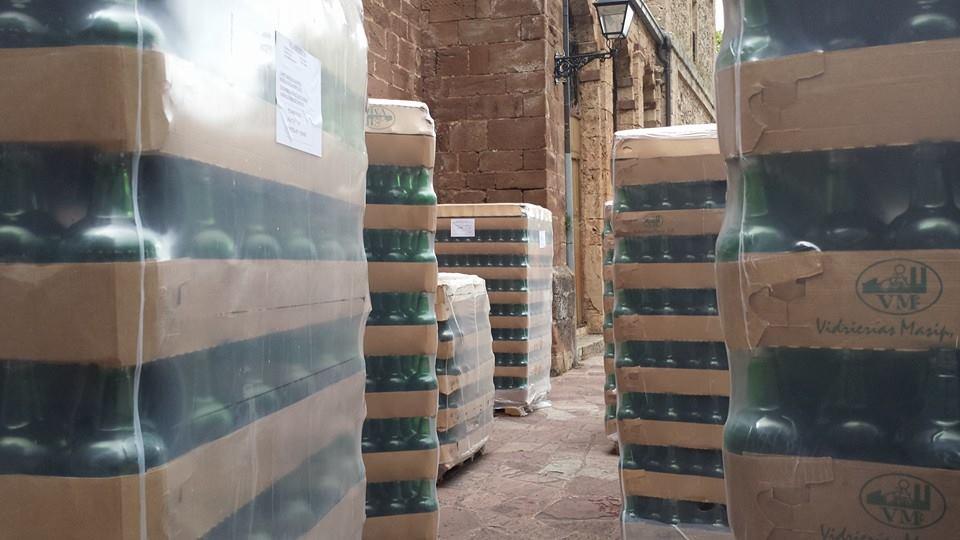 2014 07 02 Llegan suministros a la licoreria